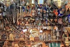 Miedziany rzemieślnika sklep w Fes fotografia royalty free