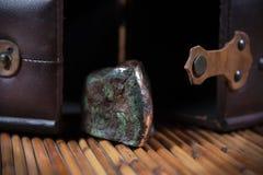 Miedziany skała pławik znajdujący w morzu zdjęcie royalty free
