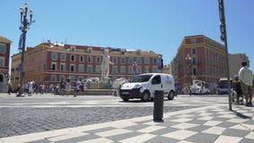 Miejsca Massena kwadrat w ruchu drogowym i wiele turystach chodzi Ładnym, aktywnym, Francja zdjęcie wideo