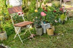 Miejsca siedzące w szyka ogródzie Zdjęcia Stock