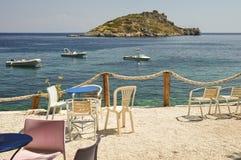 Miejsce dla relaksuje na krześle z pięknym seascape Zdjęcia Royalty Free