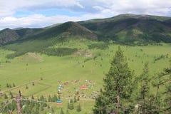Miejsce kultu wśród gór, wioska Elo, Altai, Rosja Zdjęcia Royalty Free