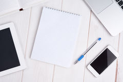 Miejsce pracy biznes laptop, pastylka komputer osobisty, telefon komórkowy, notatnik, p Fotografia Stock