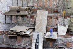 Miejsce pracy dla mistrza od kłaść płytki Narzędzia i accessorie zdjęcie royalty free