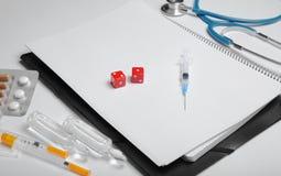 Miejsce pracy i konsultacja z lekarką, szansy traktowanie obrazy stock