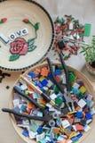 Miejsce pracy mozaika mistrz: narzędzia dla mozaika szczegółów Obraz Royalty Free