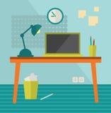 Miejsce pracy z moder komputerem na retro stole. Fotografia Stock