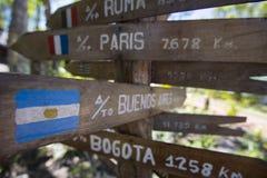 Miejsce przeznaczenia Drewniane szyldowe strzała, Venezuela zdjęcia stock