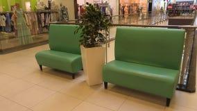Miejsce spoczynku w centrum handlowym Kanapy dla odpoczynku obrazy royalty free