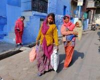 miejscowego Rajasthani damy w Jodhpur, India zdjęcia royalty free