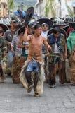 Miejscowi kichwa mężczyzna wykonuje obrządkowych tanów Zdjęcia Royalty Free