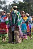Miejscowi quechua ludzie w tradycyjnej odzieży outdoors Fotografia Stock