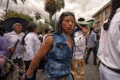 Miejscowy kichwa mężczyzna taniec na ulicie przy Inti Raymi Zdjęcie Stock