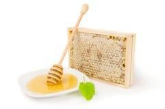 Miel aislada en un recorte blanco del fondo Foto de archivo
