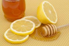 Miel avec le citron Image stock