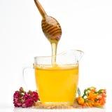 Miel d'or avec le bâton en bois Images stock