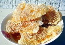 Miel dans la cuvette photo stock