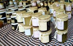 Miel de la abeja. Fotos de archivo libres de regalías