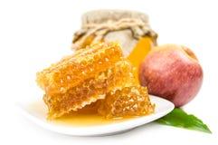 Miel dulce aislada en un recorte blanco del fondo Foto de archivo