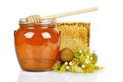 Miel dulce en el tarro de cristal Foto de archivo