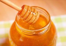 Miel en fondo del panal Fotografía de archivo