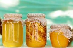 Miel en los bancos en el festival de la miel Fotografía de archivo libre de regalías