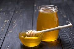 Miel en tarro imagen de archivo libre de regalías