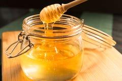 Miel en tarro Fotos de archivo libres de regalías