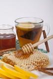 Miel en tarro en un fondo ligero Fotografía de archivo