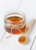 Miel en un fondo blanco Imágenes de archivo libres de regalías