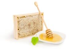 Miel en un recorte blanco del fondo Fotografía de archivo