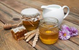 Miel et lait Photos libres de droits