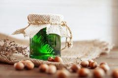 Miel et noix délicieux nets sur la table Le concept de la nourriture Photographie stock