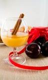 Miel et prunes de chute Images stock