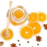 Miel et tranches oranges d'isolement sur le fond blanc Configuration plate, Image libre de droits