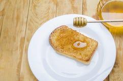 Miel fresca con un palillo Fotografía de archivo libre de regalías