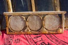 Miel fresca en el marco sellado del peine Fotografía de archivo libre de regalías