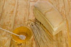 Miel fresca en una tabla Imagen de archivo
