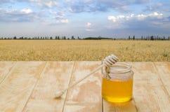 Miel fresca en una tabla Imagen de archivo libre de regalías