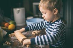 Miel-gâteau de préparation de cuisson de Noël photographie stock