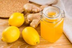 Miel, limones y raíz del jengibre Imagenes de archivo