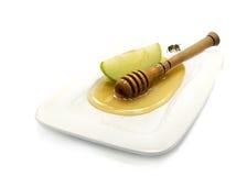 Miel, manzana y abeja en blanco Imagenes de archivo