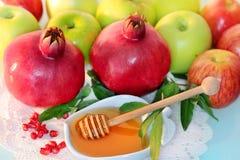 Miel, manzanas y granada para el día de fiesta de Rosh Hashanah Imágenes de archivo libres de regalías