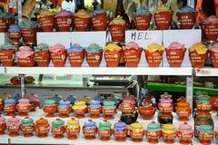 Miel natural para la venta en mercado Foto de archivo