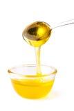Miel pleuvant à torrents de la cuillère Photo libre de droits