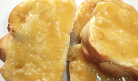 Miel sur le pain Image stock