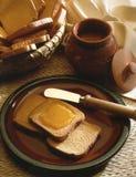 Miel sur le pain grillé Image libre de droits
