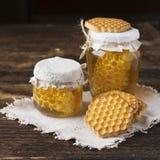 Miel y galletas Fotografía de archivo libre de regalías