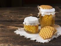 Miel y galletas Imagen de archivo libre de regalías