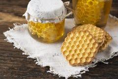 Miel y galletas Imagenes de archivo